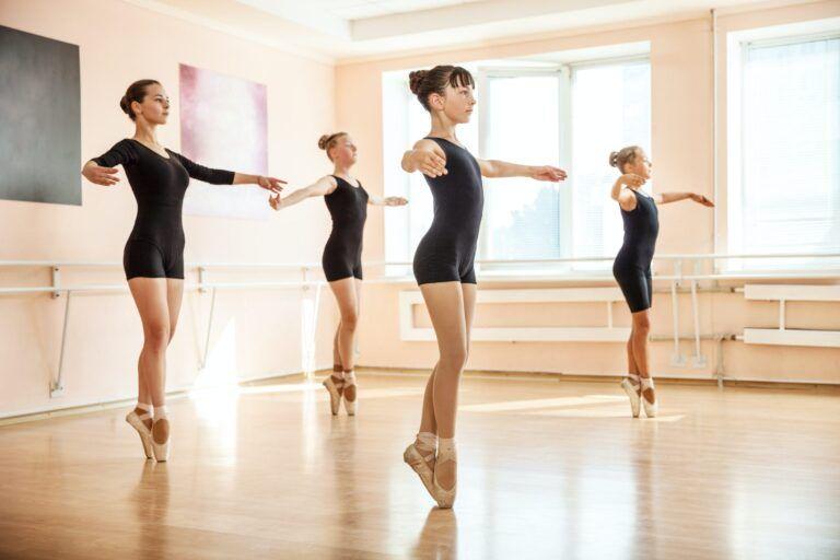 dancers-in-ballet-class.jpg