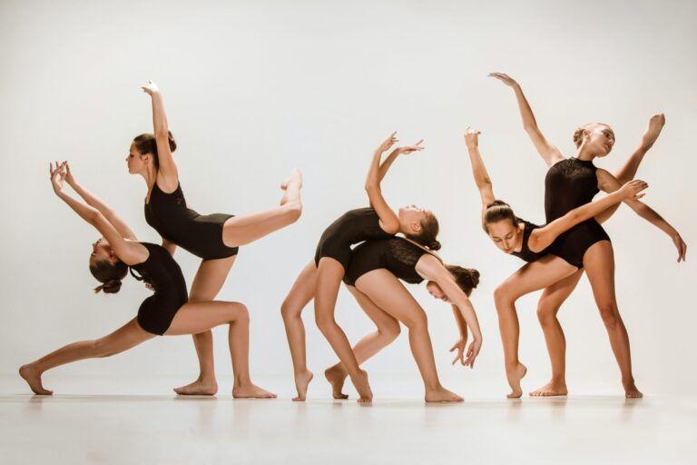 the-group-of-modern-ballet-dancers.jpg